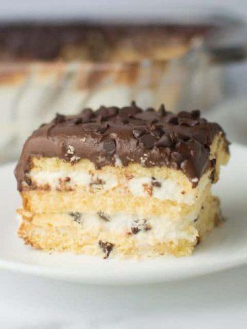 Easy Cannoli Cake Thumbnail