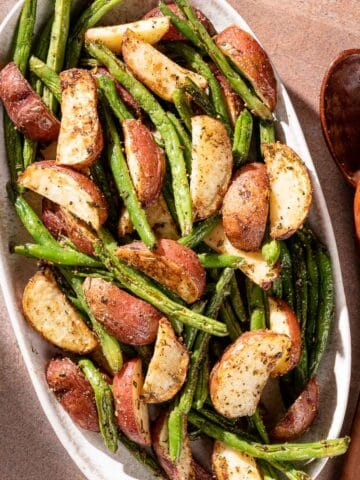 Potatoes and green beans on platter FI