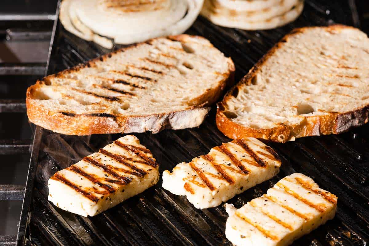 halloumi bread slices and onions on grill pan