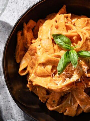 creamy tomato pasta in bowl FI